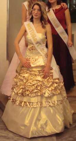 2eecbc909955 Prodám exklusivní zlaté šaty